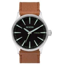 Nixon-montre-homme