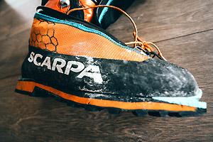 chaussures alpinisme scarpa phantom tech avec guetres