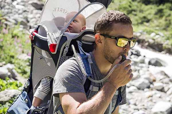 Choisir son porte-bébé de randonnée - Blog Snowleader