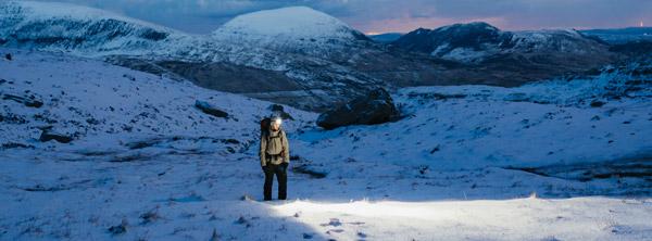 Visuel Ambiance lampe frontale alpinisme